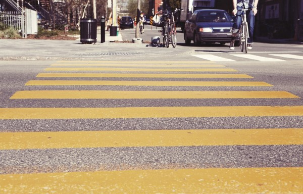 crosswalk-407023_960_720